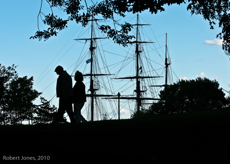 20100701201027_couple_and_ship